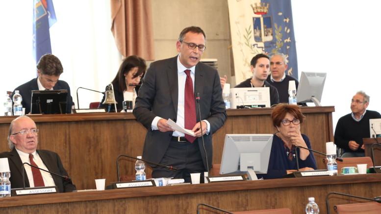 Il sindaco Alessandrini firma elimina il divieto di balneazione per Fosso Vallelunga