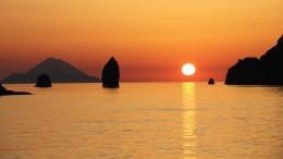 Tramonto sulle isole Eolie