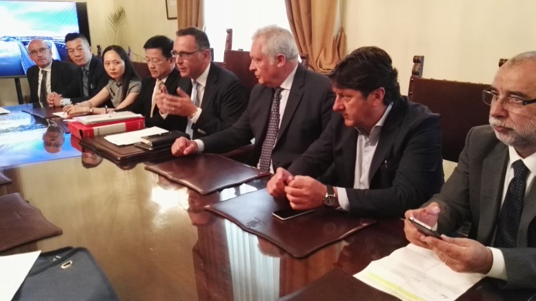 Il sindaco Alessandrini con la delegazione cinese
