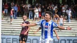 Capone festeggia il suo primo gol con maglia del Pescara