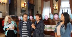 Al centro Marco e Simona Berardi, a sx Allegrino e a dx l'assistente sociale Liviana Leone