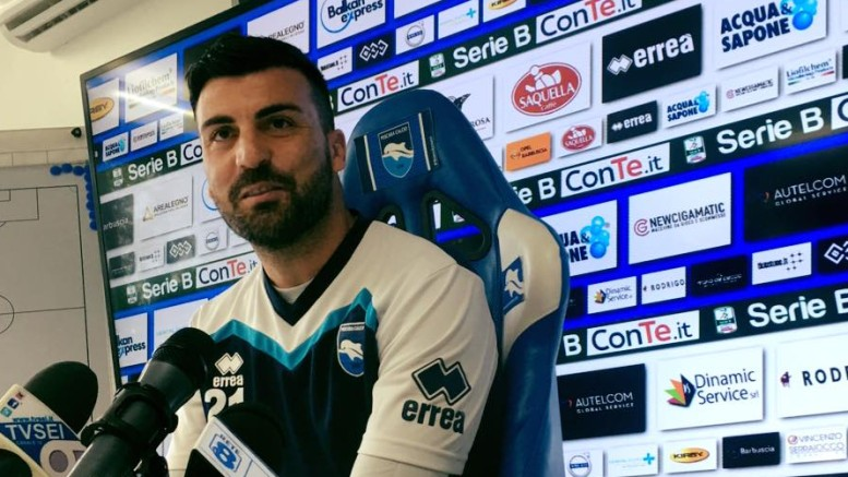 Cesare Bovo, difensore del Pescara, durante la conferenza stampa