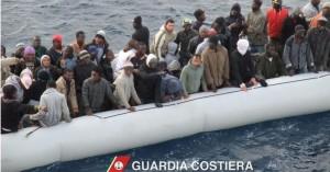 Migranti, operazione della Guardia costiera