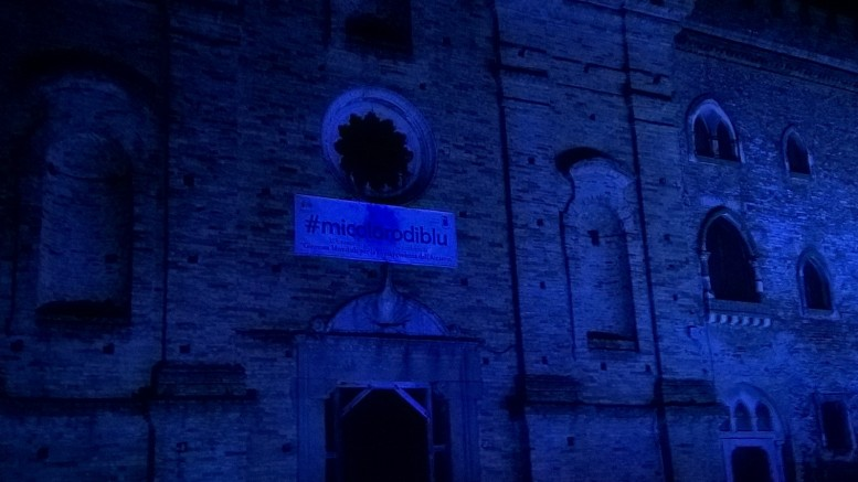 Il castello di Spoltore illuminato di blu